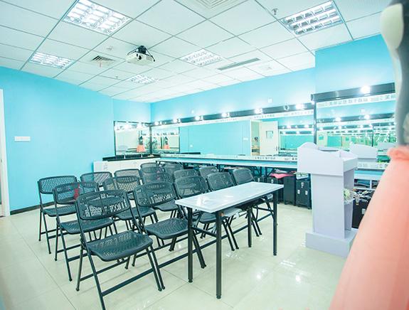 化妆学校实操室