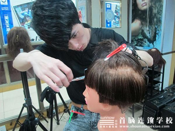 首脑学院美发中级班举办男士发型裁剪大赛_深圳首脑图片