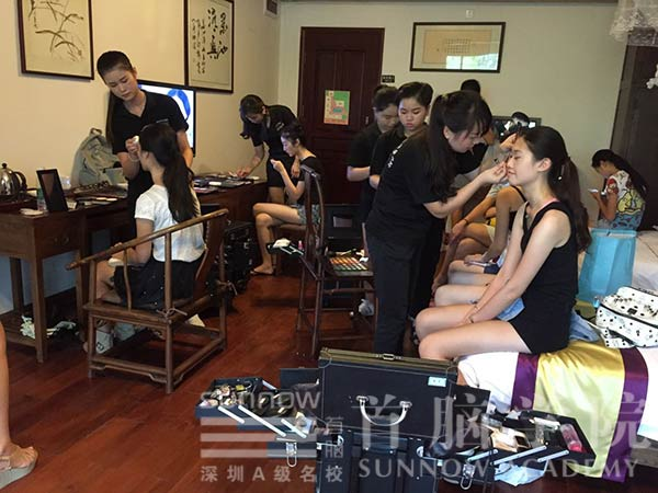 首脑学院龙华校区为环球生态旅游小姐新闻发布会化妆造型