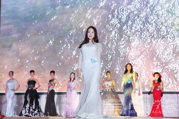 2016世界环宇夫人选美大赛选手走秀