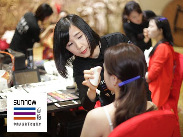 首脑化妆学校为2016环宇夫人大赛选手化妆造型